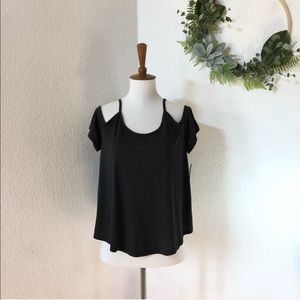 Mudd • Black cold shoulder Flowy blouse